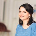 Hebamme Ilka Maria Schneemann aus Berlin Tragen nach einem Kaiserschnitt