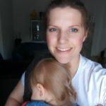 Hebamme Pia Heusler NRW_Baby kann beim Essen nicht still sitzen s (1)