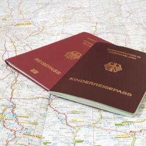Kinderausweis-in-Deutschland,-Kinderreisepass-für-unterwegs-(2)