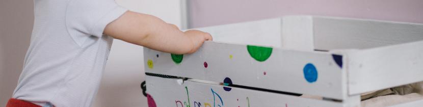 Minimalismus im Kinderzimmer_Kisten-System_Ordnung_nichtnurmama.de