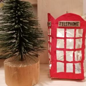 Upcycling Ideen: Telefonzelle aus Tetra Pak